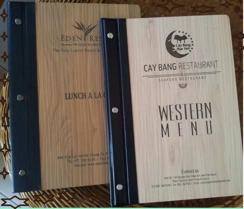 Menu bìa gỗ đẹp cho nhà hàng phong cách Ý