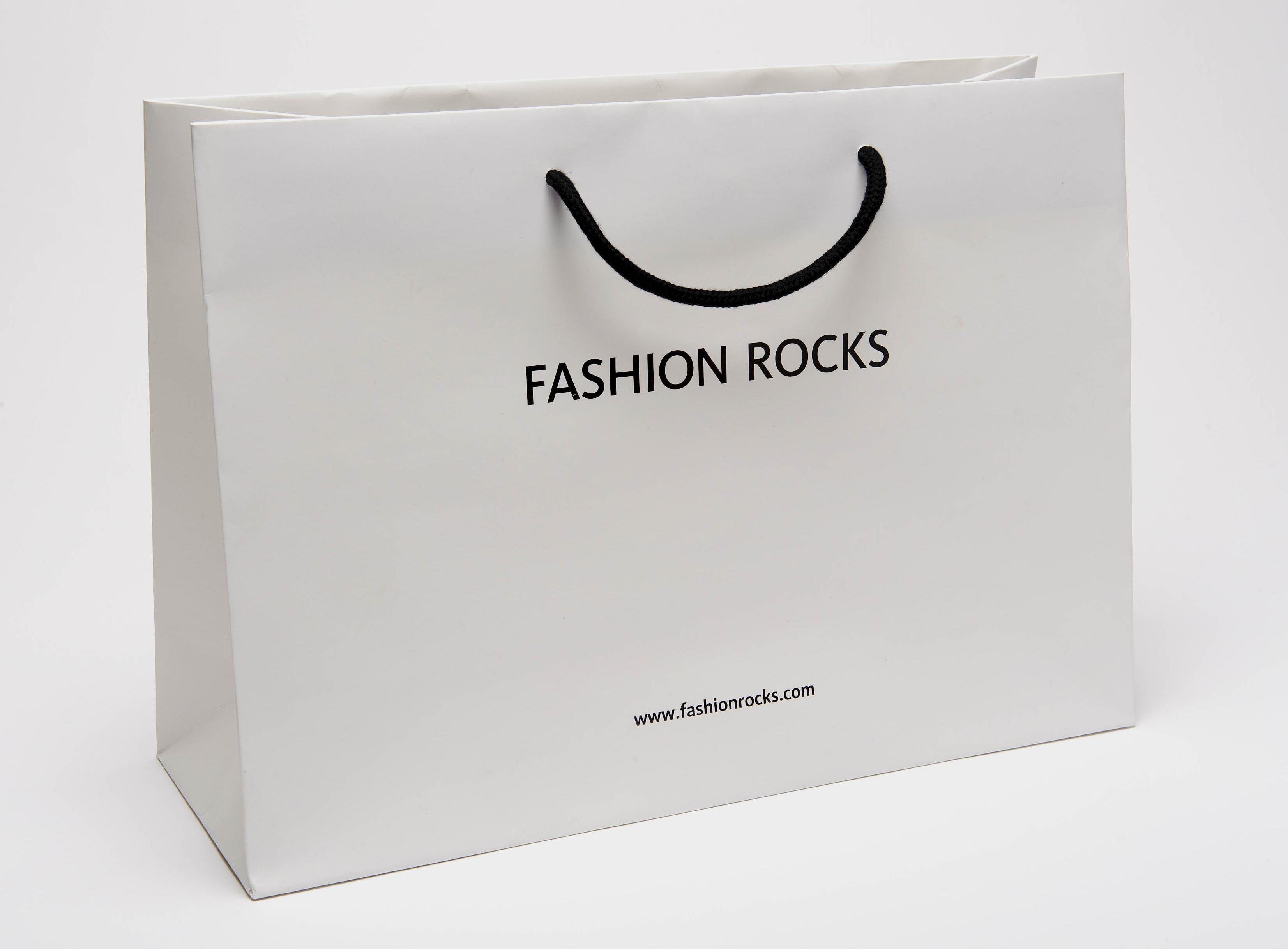 Túi giấy shop thời trang cao cấp ấn tượng