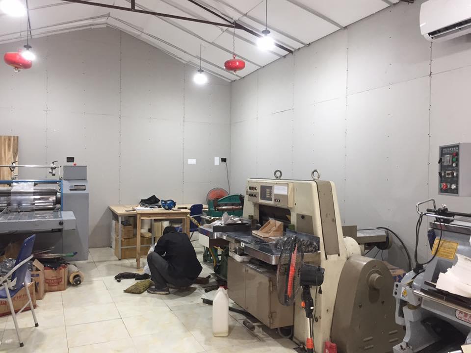 Hệ thống máy móc xưởng in hiện đại đầy đủ trang thiết bị